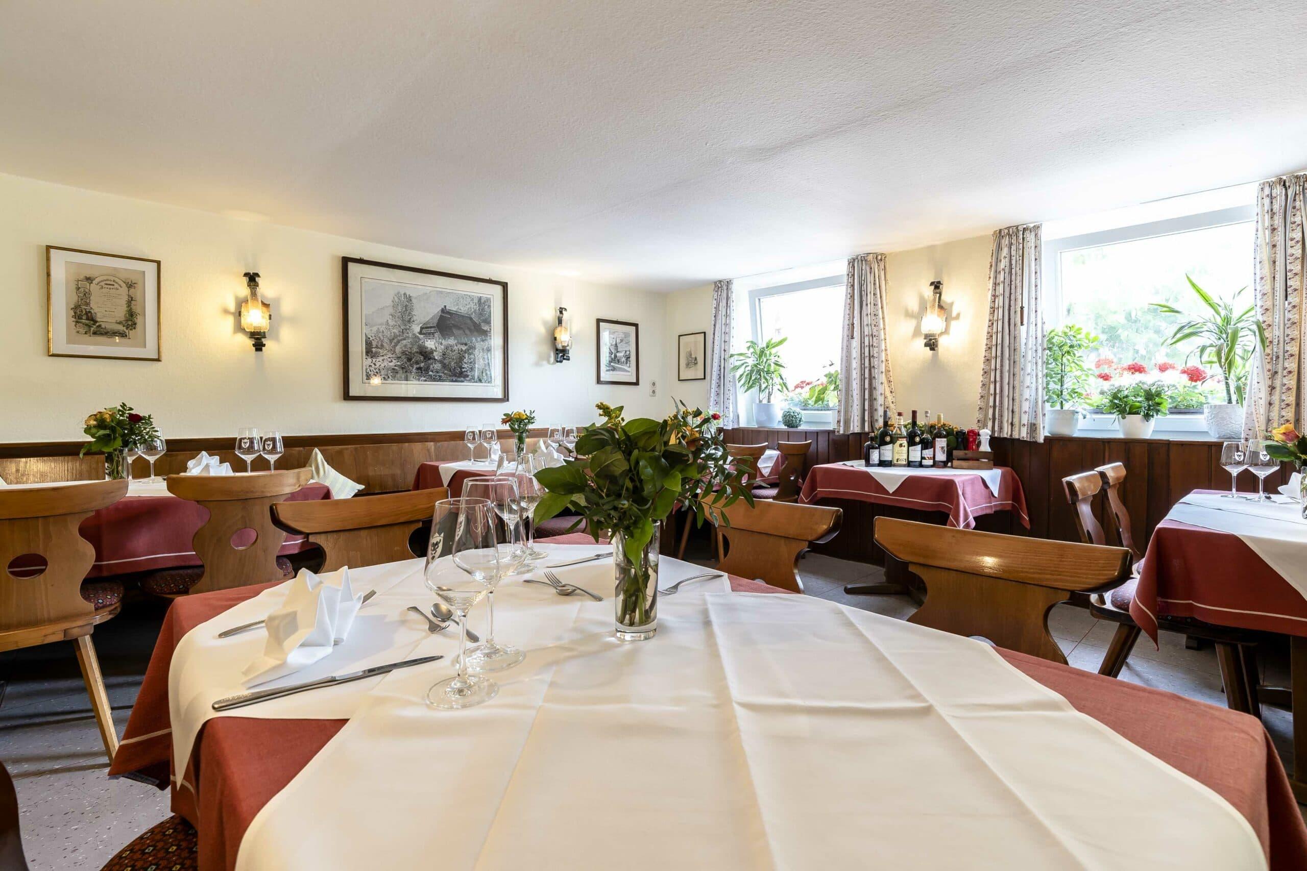Hotel Loewen Buchholz Gaststube Gedeckt